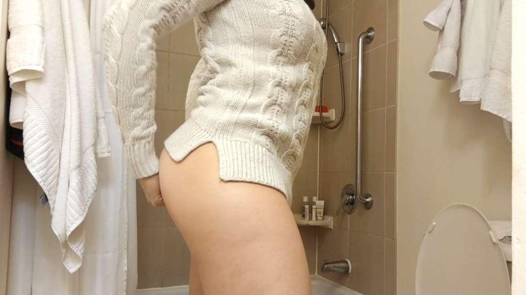 Brunette, shower & wipe