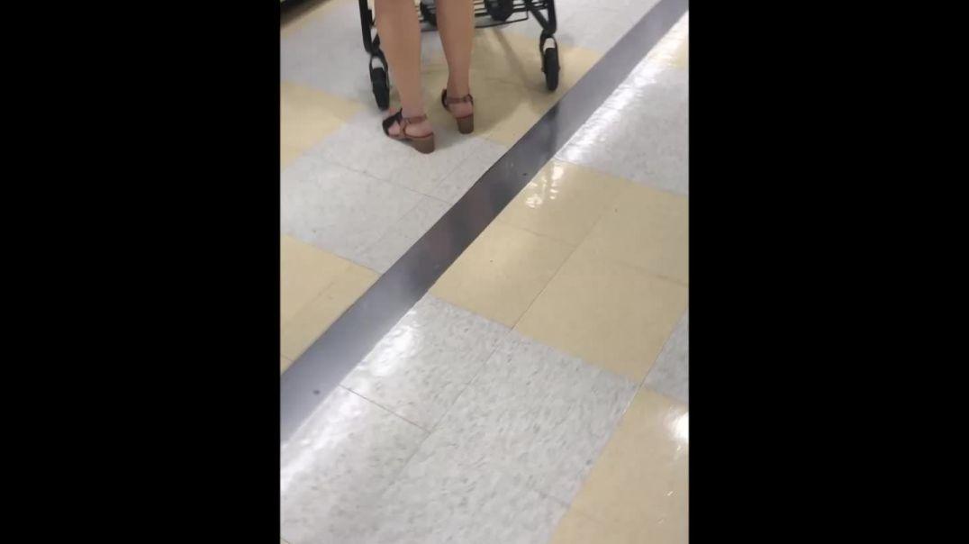 PAWG on aisle 6
