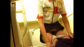 マクドナルドの従業員をバスルームの隠しカメラのトイレを使...