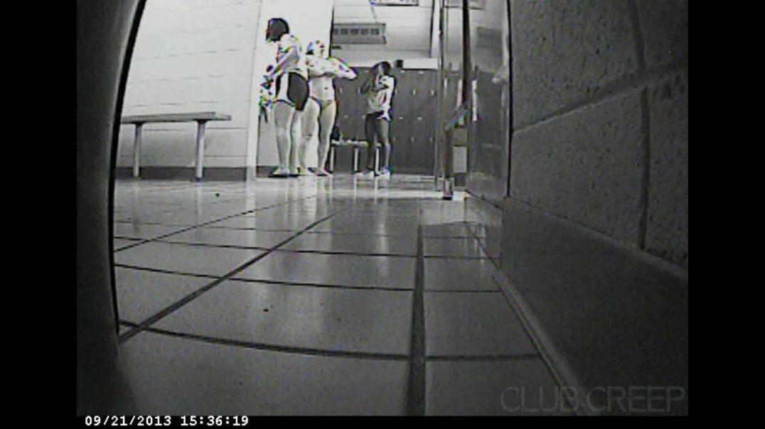 Shower Locker Room 0CT0TUJ2