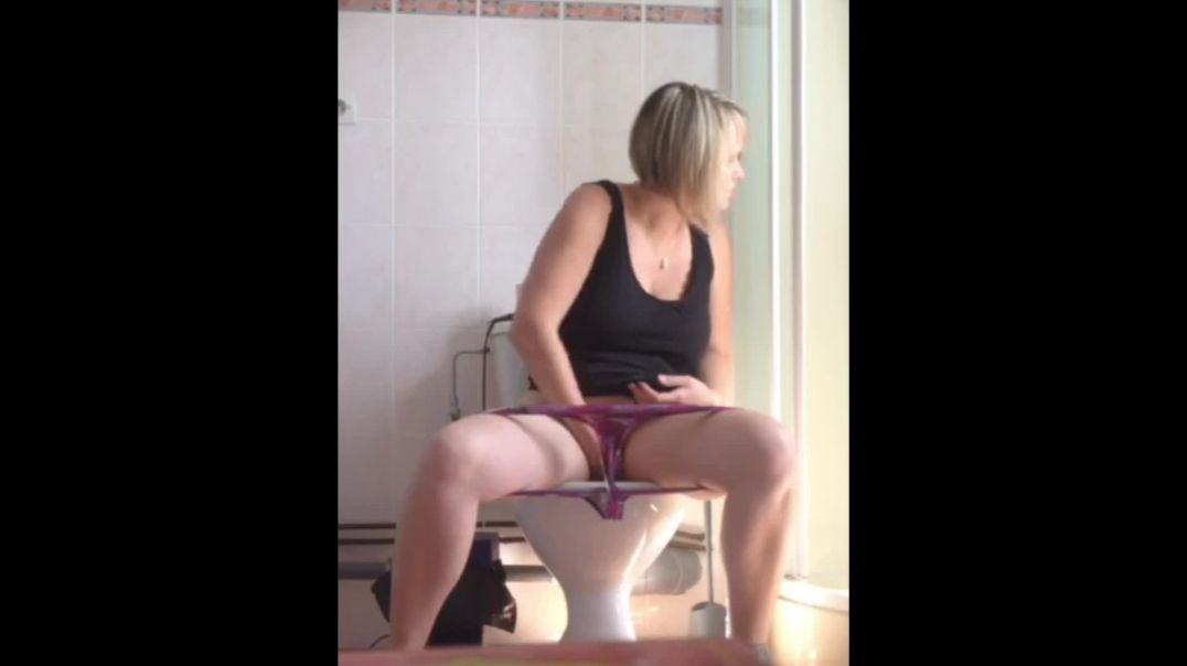 Mommy Gets Spied While Using The Toilet