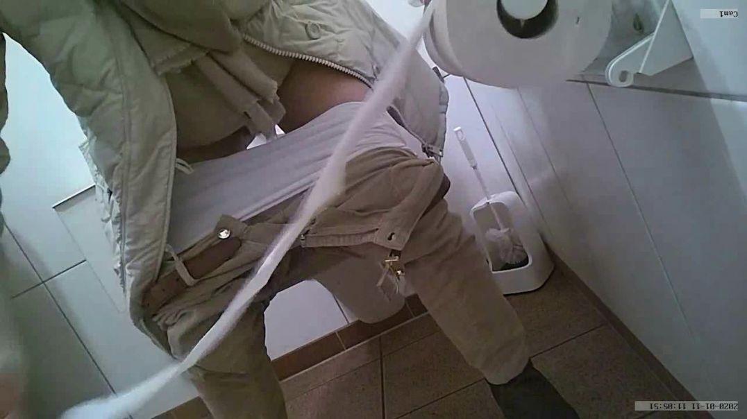 Toilet Voyeur 6
