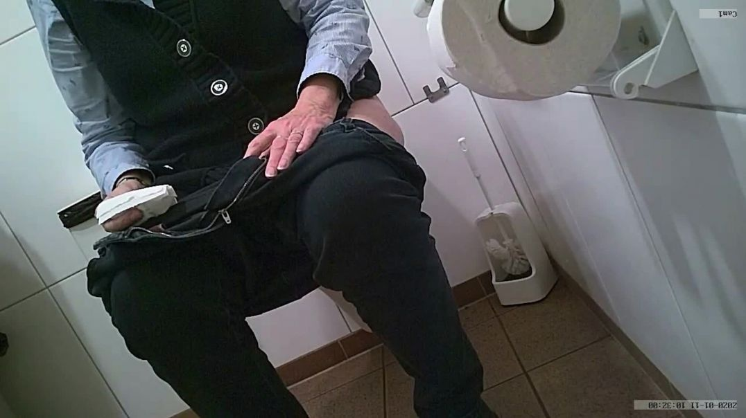 Toilet Voyeur 3